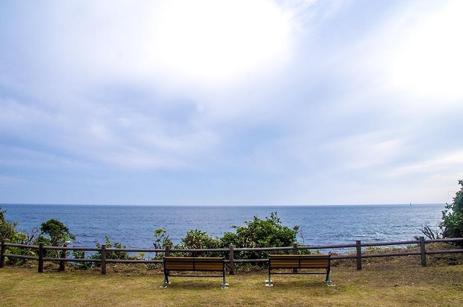 海と空とベンチと私
